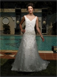 Casablanca Bridal - 1860 SampleSize 22 Ivory in Good Condition. Regular Price $830 on Sale for $250
