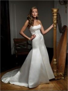 Casablanca Bridal - 1867 SampleSize 14 Ivory in Good Condition. Regular Price $698 on Sale for $250