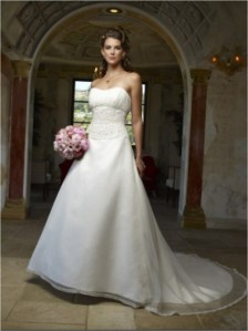 Casablanca Bridal - 1894 SampleSize 10 Ivory in Good Condition. Regular Price $975 on Sale for $400