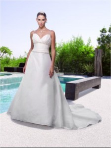 Casablanca Bridal - 1949 SampleSize 14 Ivory in Good Condition. Regular Price $930 on Sale for $300
