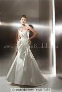 Jasmine Bridal - T486 SampleSize 6 White in Great Condition. Regular Price $1246 on Sale for $700